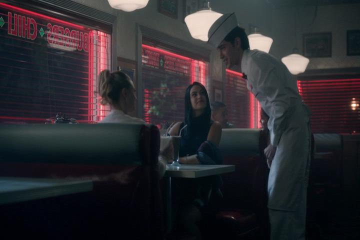 Riverdale-1-02-A-Touch-of-Evil-259-Betty-Veronica-waiter