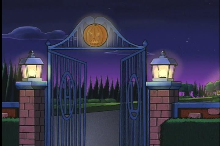 AWM-33-Halloween-of-Horror-09-Lodge-gate