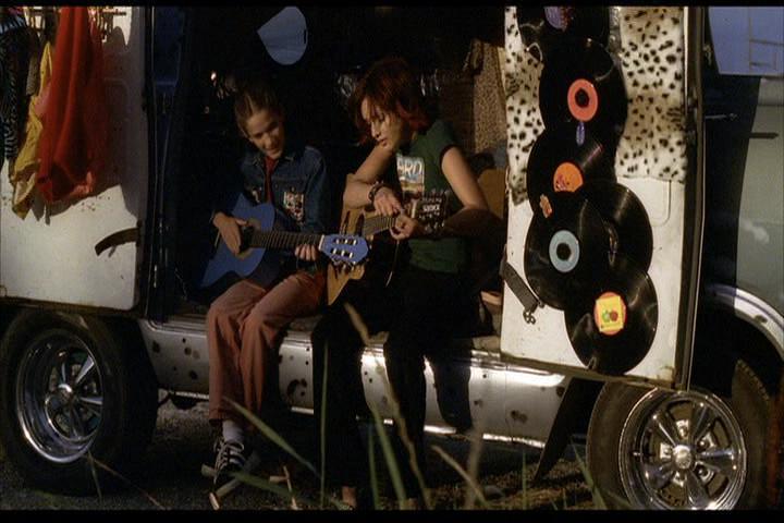Josie-film-065-Josie-guitar-van