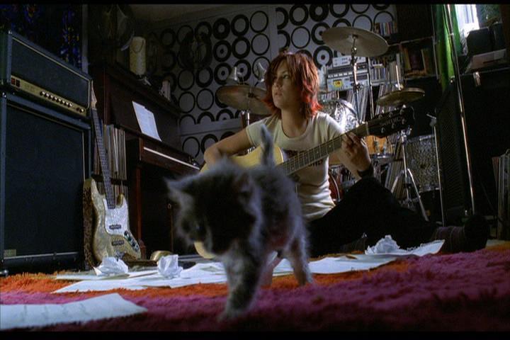 Josie-film-066-Josie-guitar-cat-2