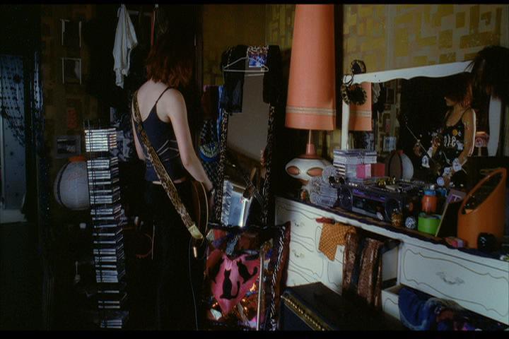 Josie-film-126-Josie-mirror