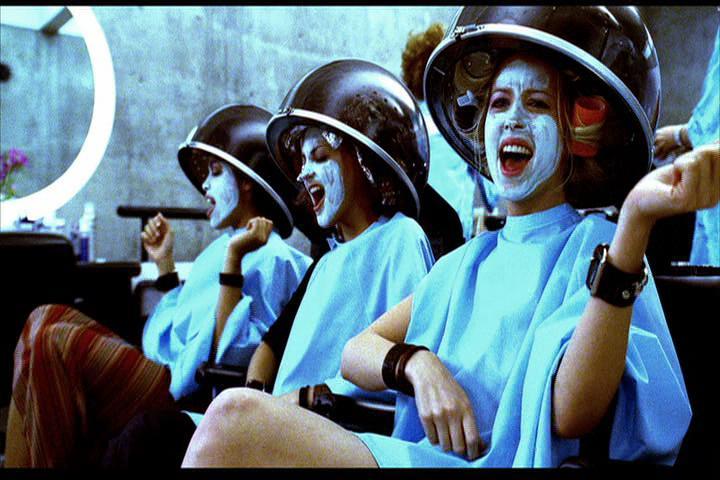 Josie-film-205-Pussycats-hairdryers