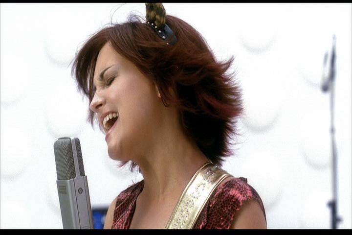 Josie-film-232-Josie-sings