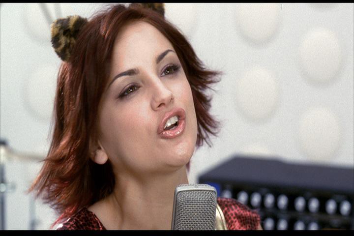 Josie-film-247-Josie-sings