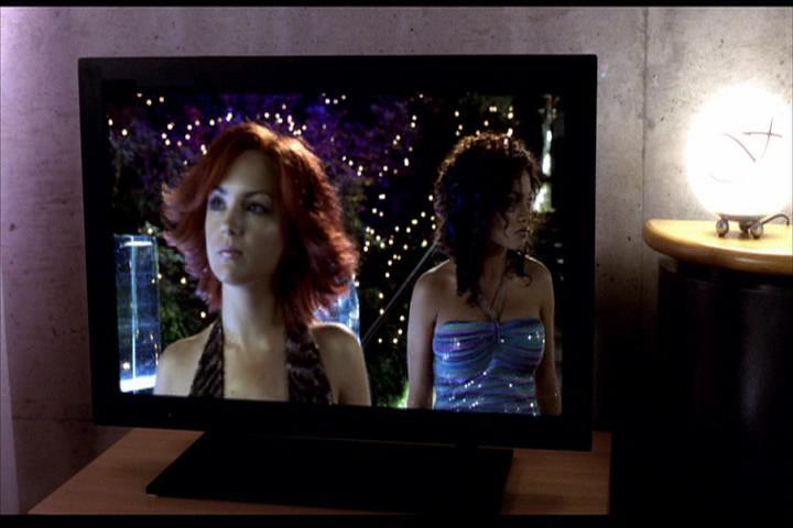Josie-film-358-Josie-Valerie-laptop