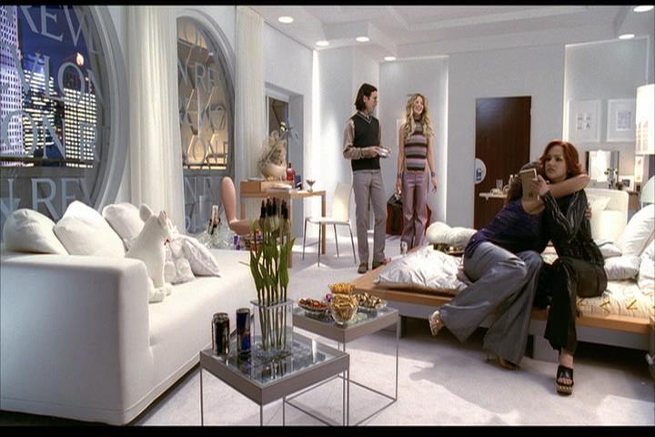 Josie-film-377-Pussycats-Wyatt-hotel-2
