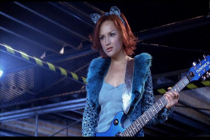 Josie-film-495-Josie-guitar